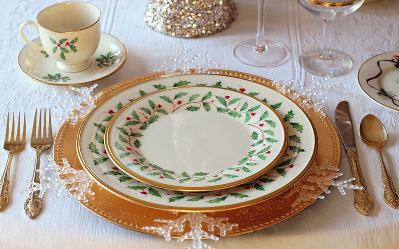 Christmas elegant dinner set and Mindful Eating
